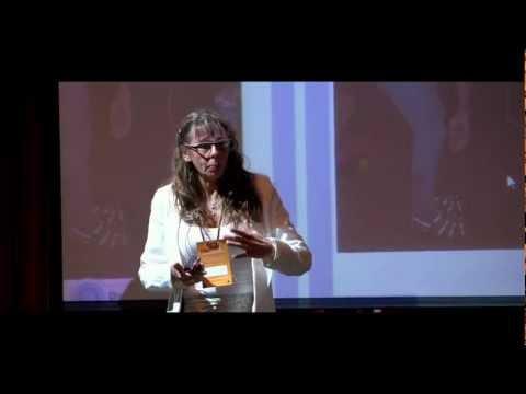¿Debemos vivir con dolor? ¿Y si cambiamos de postura?: Cristina Oleari en TEDxUBA