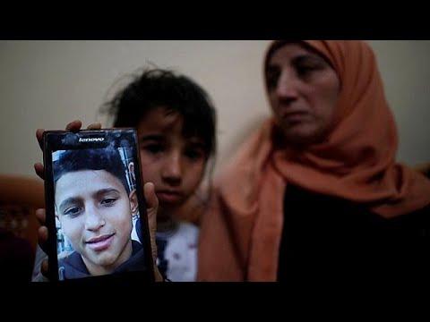 عائلة تودع طفلها الذي قتل برصاص جنود إسرائيليين في غزة