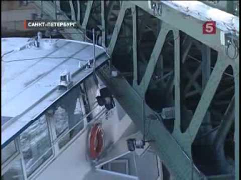 В опору  моста в Петербурге врезался теплоход