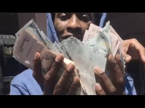 Lil Uzi Pulls Up On Young Thug In LA Thugger Goes Crazy Flexing Tons Of Cash