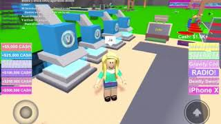 Playing with my friend Emi (ROBLOX)
