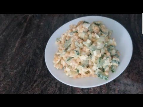 салат из огурцов,яиц и кукурузы