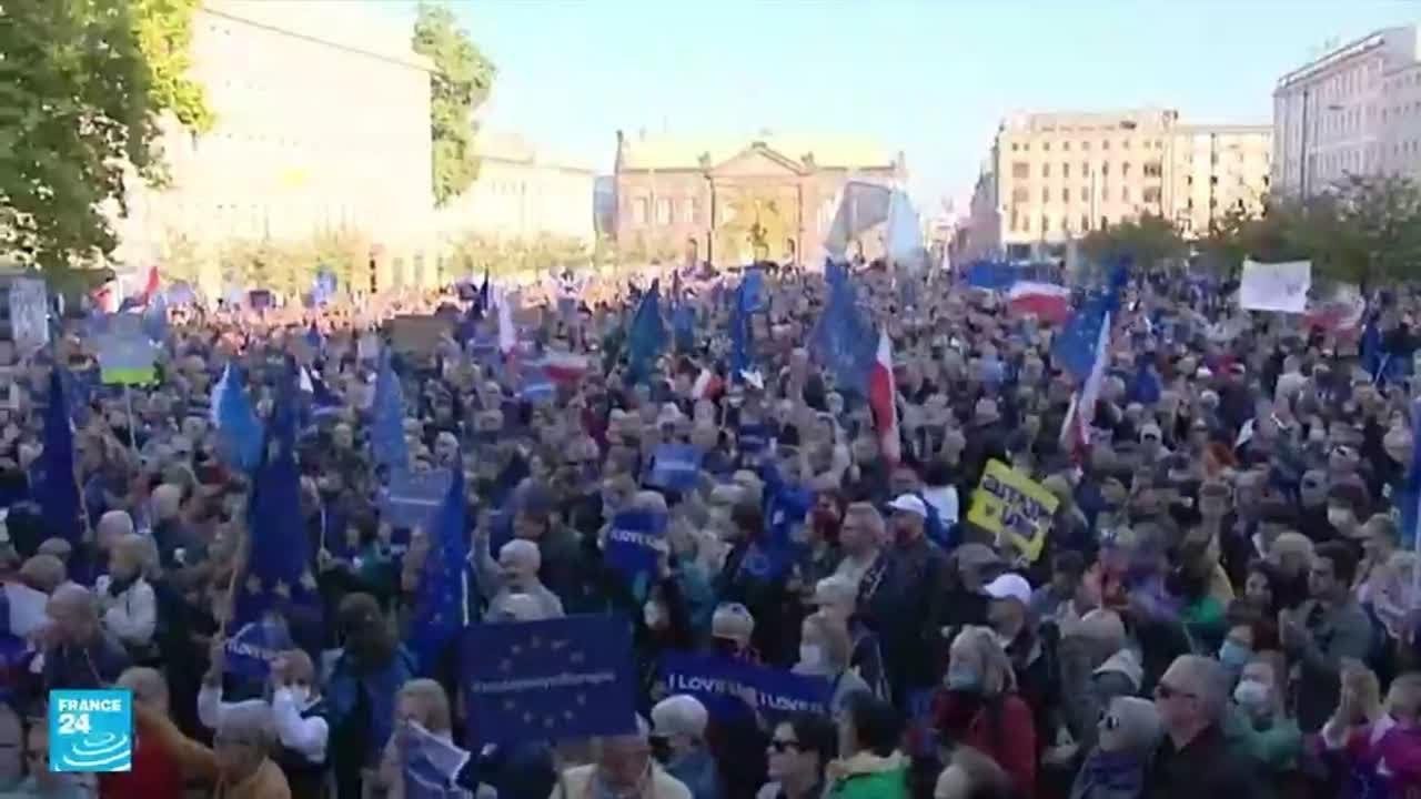 عشرات آلاف البولنديين يتظاهرون تأييدا لعضوية بلادهم في الاتحاد الأوروبي  - 17:55-2021 / 10 / 11