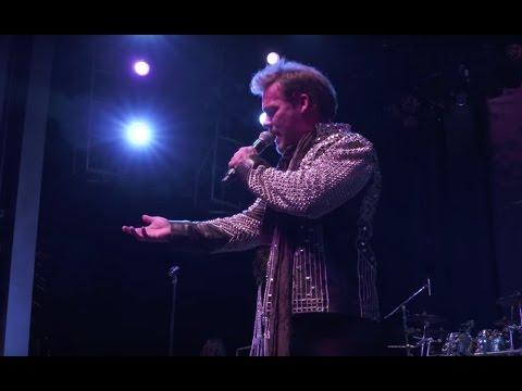 Chris Jericho Honors 'Hero' Freddie Mercury + Introduces Billy Sheehan