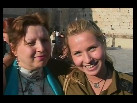 Israeli Russian army soldiers united in Israel with family (IDF women israeli female soldiers)