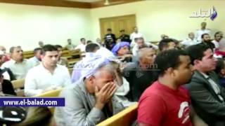 بالفيديو.. والد 'بائع الورد' يدخل في نوبة بكاء أثناء عرض فيديو مقتل نجله