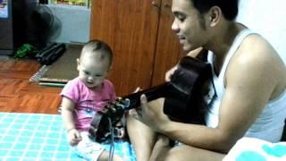 BunBun chơi guitar cùng Bố - Cả Nhà Thương Nhau Guitar