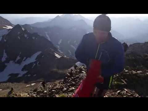 Флаг Победы над Кома-Педроса. Andorra Ultra Trail - Victory Banner Over Coma Pedrosa.