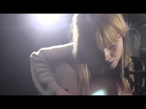 Lucy Rose performs Scar - Location Music TV