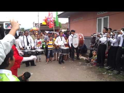 Edan Turun - Bukan Marching Band