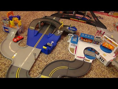 Hot Wheels World City Collection Ultimate Hot Rod Racing Ford Complex Car Wash Dealership