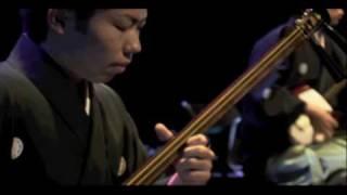 吉田兄弟の弟、吉田健一プロデュースの津軽三味線ユニット「疾風」。