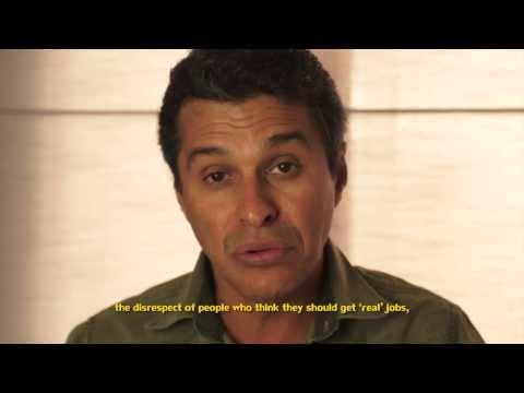 Elias Rodrigues apresenta texto de David Ackert