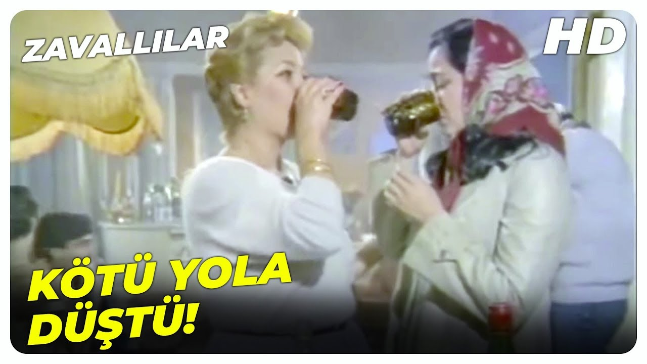 Emrah'ın Annesi Kötü Yola Düştü! | Zavallılar Küçük Emrah Türk Filmi