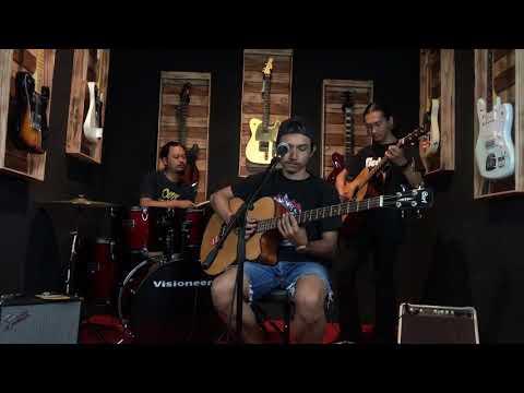 Bass akustik cort AB 850F, gitar akustik Fender, drum visioneer