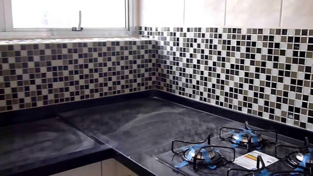 colocação de pastilhas de vidro  YouTube -> Banheiro Cm Pastilha De Vidro