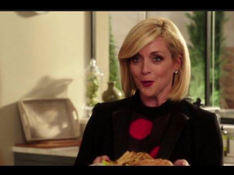 Download Unbreakable Kimmy Schimdt Season 1 Episode 2 Review & AfterShow | AfterBuzz TV