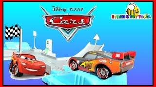 ryan s toy review inspired   disney cars toys flo s v8 playset lightning mcqueen