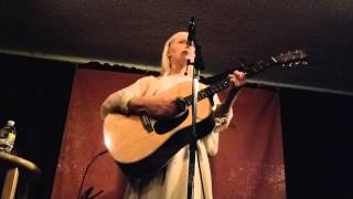 """Laura Marling:  New Song """"Not Done Traveling"""" / Travelin"""