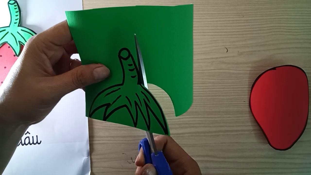 Vẽ trái dâu trên  xốp Bitis chủ đề  trái  cây. Trang  trí. Thỏ  chanel.