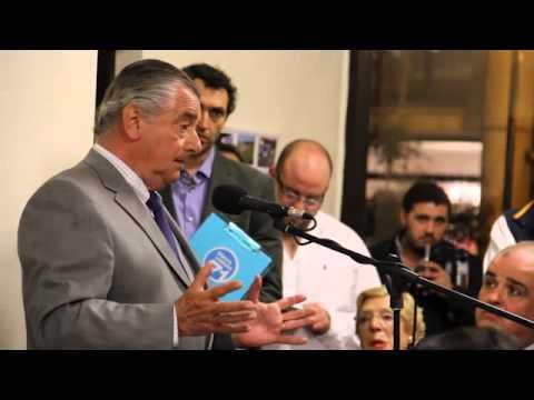 Ignacio de Posadas, candidato de la 71, charlando con los compañeros en la sede de la 71.