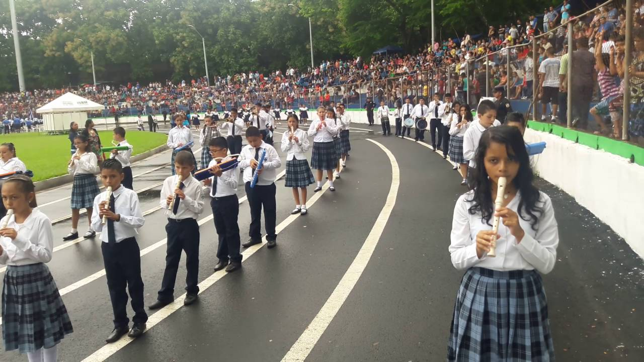 Centro escolar catolico san vicente de paul en estadio de for Piscina san vicente de paul