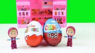 Minik Maşalar Oyuncak Buzdolabından Kinder Sürpriz ve Ozmo Yumurta Alıp Yiyorlar