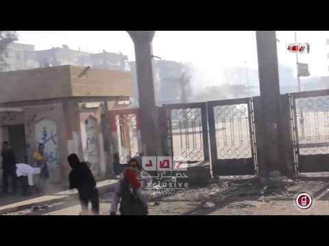 رصد| احتراف طلاب الازهر في رد القنابل الملقاه عليهم من امن الانقلاب
