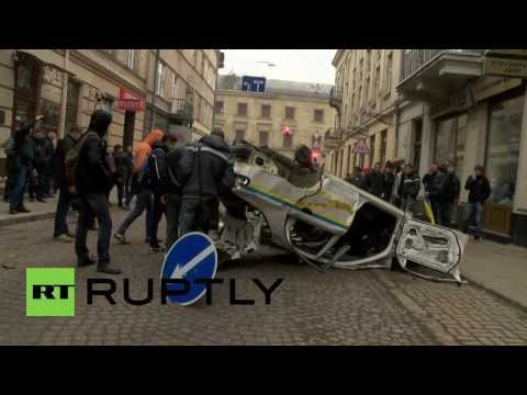 Ukraine: Protesters smash police cars and Interior Ministry