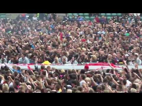 David Guetta live at Rihanna - Twickenham June 2013