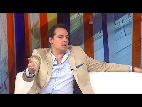 Zoran Kesić prelistava štampu