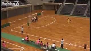 Futsal - Calcio a 5 - Gol in Brasile pazzesco - Amazing gol