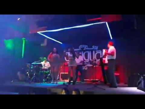 Musicalisimo mas en la Antigua bar