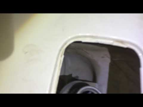 Как снять лючок бензобака Skoda октавия 11-й год