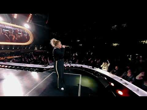kelly-clarkson's-meaning-of-life-tour-is-now-available-in-vr!