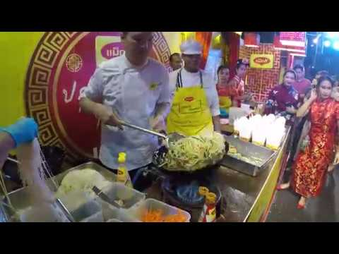 Cooking Chinese Noodles at Chinese New Year in Bangkok 2019