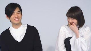 秋吉理香子の小説を基にした映画『暗黒女子』に出演した飯豊まりえと千...