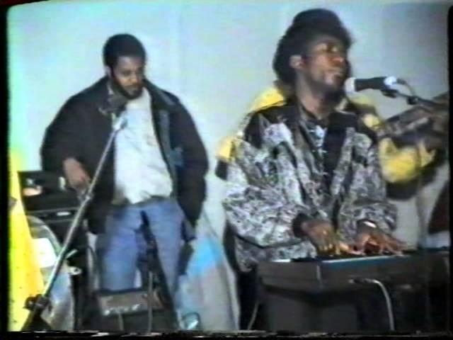 CONJUNTO LATINOS LIVE 1989