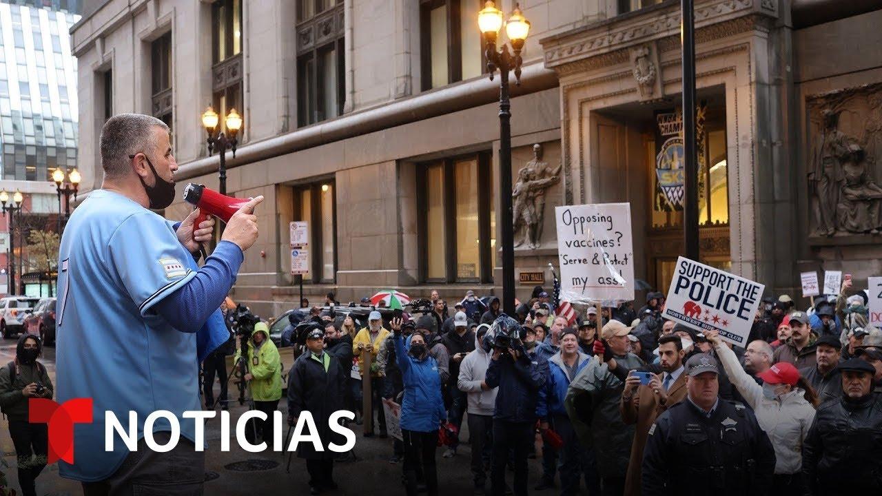 Empleados públicos de Chicago y Nueva York protestan contra los mandatos de vacunación