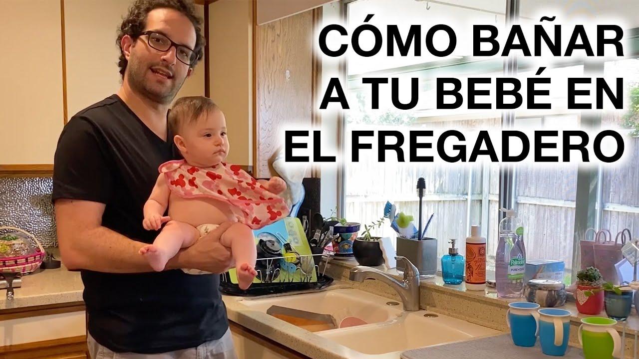 CÓMO BAÑAR A TU BEBÉ EN EL FREGADERO