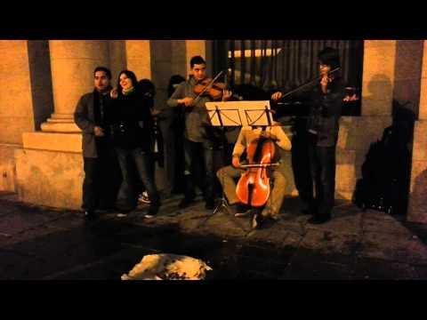 Ópera en la calle, junto al Teatro Real de Madrid