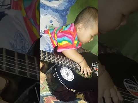 kecil kecil kuat kuat keinginan main gitar