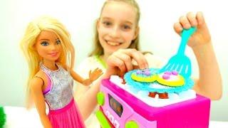 Игры для девочек - Барби пришла в детское кафе(, 2017-03-06T12:51:32.000Z)