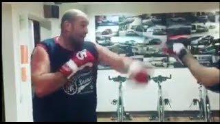 GYPSY KING CAN MOVE! - TYSON FURY SHOWS WEIGHT LOSS - AS HE HAMMERS THE PADS