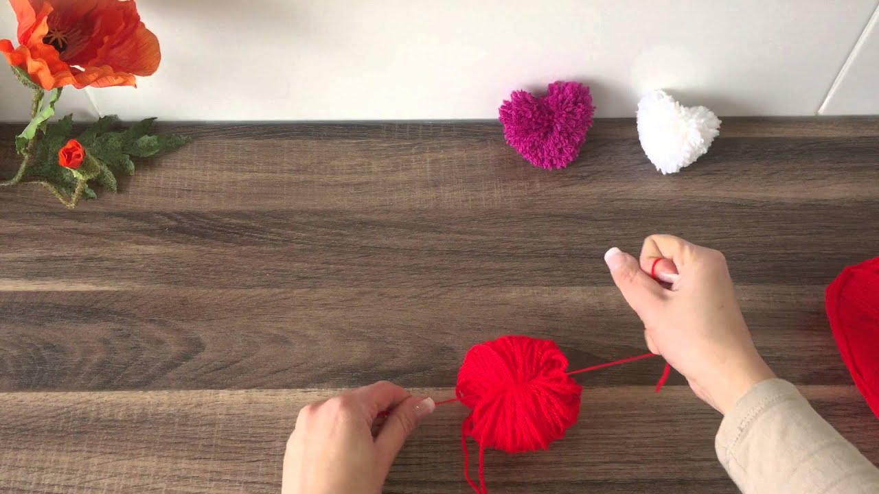 diy herz basteln f r valentinstag muttertag geburtstag basteln mit wolle youtube. Black Bedroom Furniture Sets. Home Design Ideas