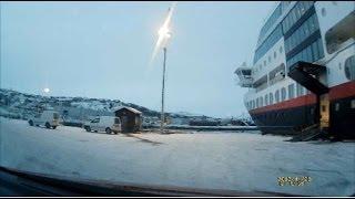 Driving out of Hurtigruten cruise ferry - Выезд с круизного парома хуртирута