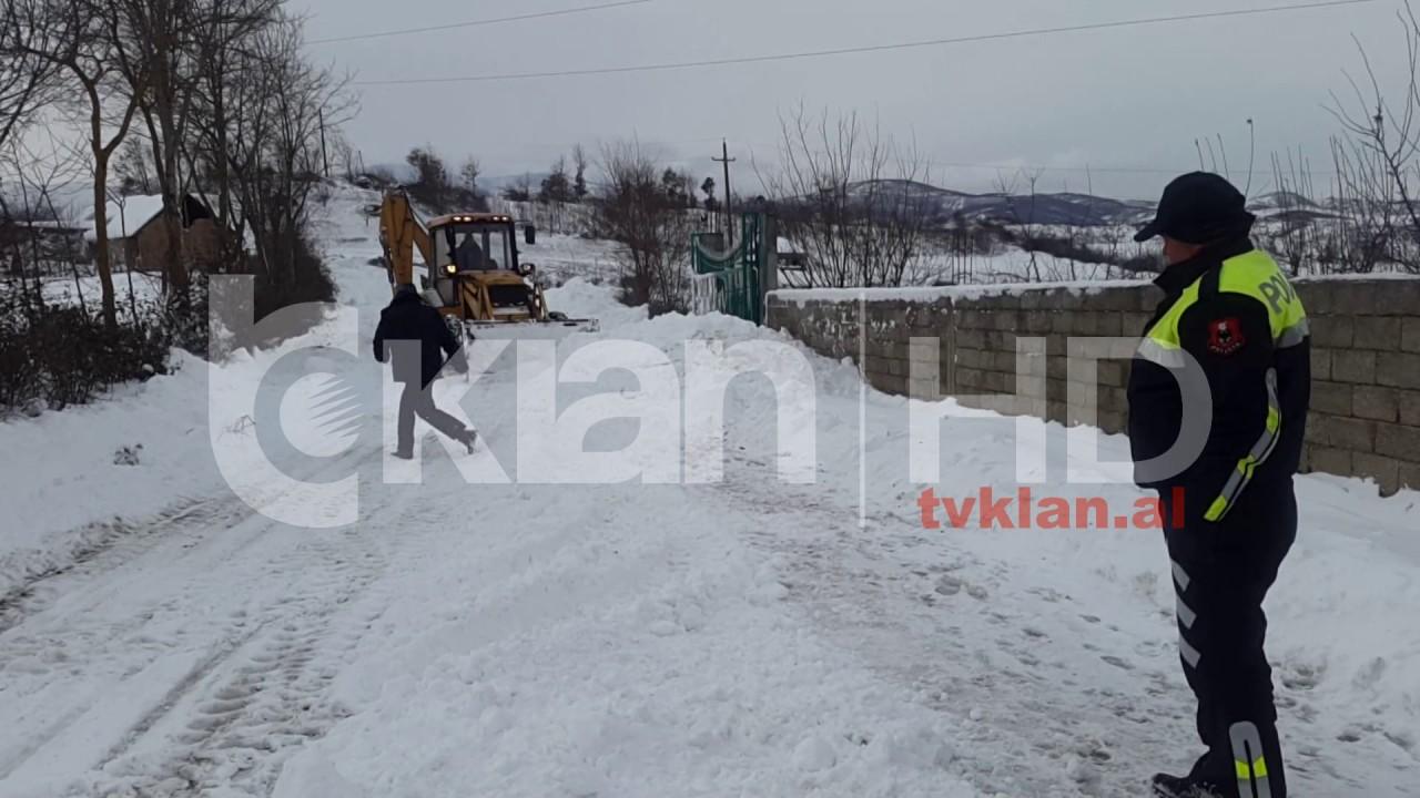 Dhjetra fshatra te bllokuar nga bora youtube for Bora küchenger te preise