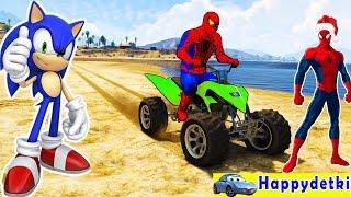 Человек паук катается на цветных мотоциклах по горам