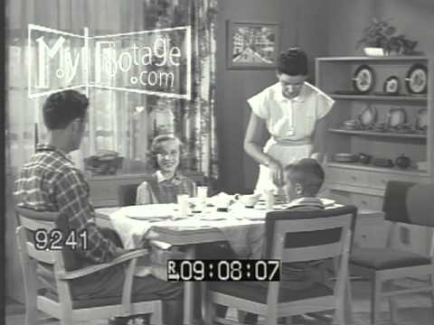 Family praying at dining room table 1940s 1950s youtube for O significado de dining room