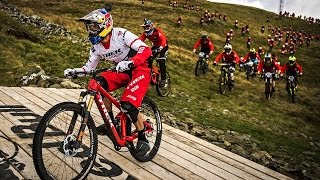 Gee Atherton VS 400 Mountain Bikers | Red Bull Fox Hunt 2016